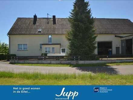 Pferdehaltung! Wohnhaus am Dorfrand mit ehe. Stall/ Scheune, PV-anlage, Garage und 2,7 ha Weideland
