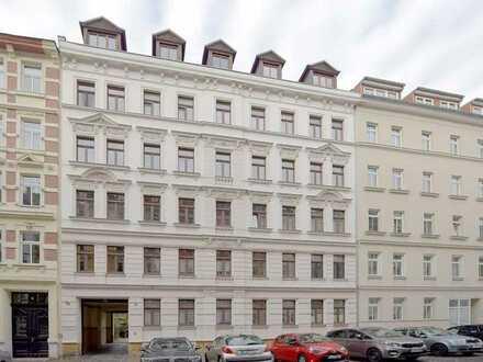 Kapitalanlage: 5-Zimmerwohnung im DG mit 2 Balkonen, Lift, Garage