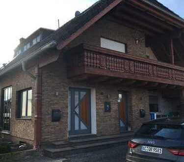 Hochwertige 4-Zimmer-Wohnung mit Balkon und EBK in Bergheim-Büsdorf
