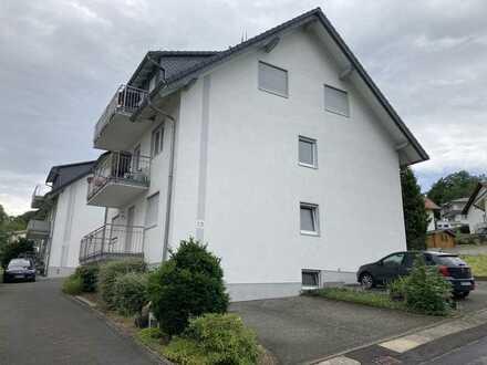 Günstige, geräumige und vollständig renovierte 2-Zimmer-DG-Wohnung mit Balkon in Steinau-Marborn