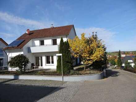 Großzügig ausgestattetes Einfamilienhaus in ruhiger Wohnlage