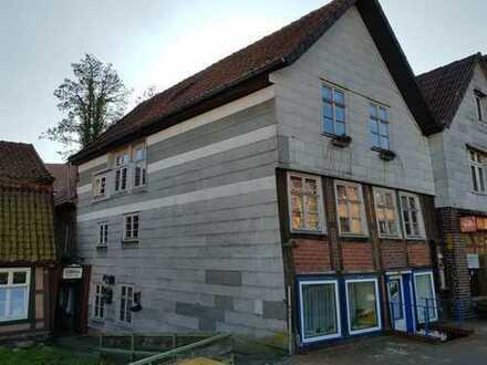 Wohn-und Geschäftshaus mit kleinem Fachwerkhaus in der Kernstadt