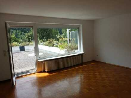 Schöne ca. 65m² grosse 2 1/2 Zimmer Terrassen-Aussichts-Wohnung in Südwohnlage