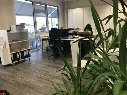 Neue Büroräume: Klimatisiert, pflegeleichter Boden in Holzoptik, großzügige Parkmöglichkeiten
