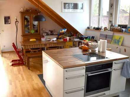Helle, freundiche Dachgeschosswohnung in Obermenzing von Privat