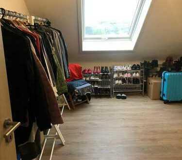 Ansprechende 3-Zimmer-Wohnung mit Balkon und Einbauküche in Neuss
