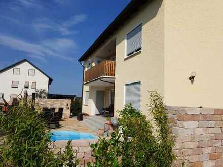 Schönes 3-Familienhaus mit 10 - Zimmern in Amberg, Gailoh