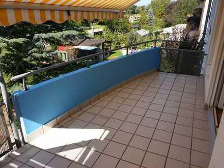 Sehr schöne und helle 3 Zi. Wohnung mit Balkon (KEIN Makler)