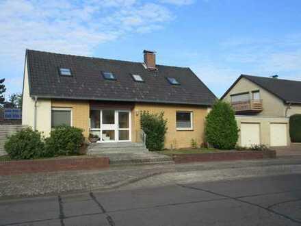 **** ZENTRALES WOHNEN - in gepflegtem 2-Familien-Haus, Peine-Stederdorf ****