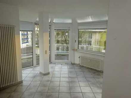 Schöne Lichtdurchflutete 2 Zimmerwohnung mit großer Terrasse Habsburger Allee
