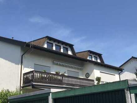 Modernisierte Maisonette-Wohnung mit fünf Zimmern sowie Balkon und Einbauküche in Dreieich