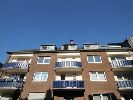 Vollständig renovierte 2-Zimmer-Wohnung mit Balkon und Einbauküche in Krefeld
