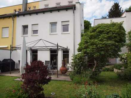 großzügige DHH in Dasing, verkehrsgünstig München-Augsburg
