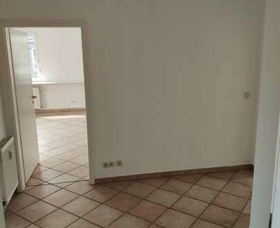 Lichtdurchflutete 3-Zimmer Dachstudiowohnung in einem gepflegten Mehrfamilienhaus in Uninähe