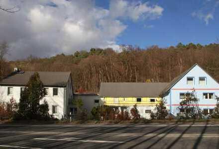 3 Gebäude-Wohnobjekt auf naturnahem Areal in Alleinlage