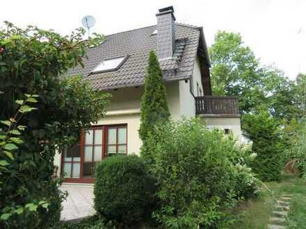 SOFORTBEZUG /Exklusives Einfamilienhaus in gefragter Wohnlage / großes Grundstück / 2 Carports