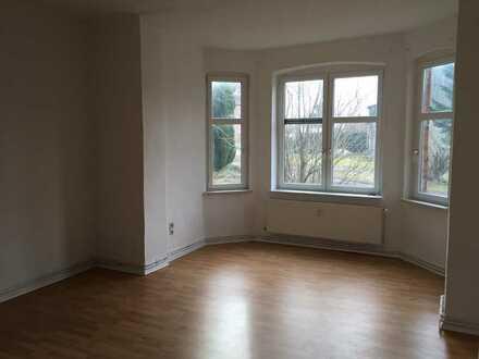 Günstige 2,5-Zimmer-EG-Wohnung mit EBK in Düvier