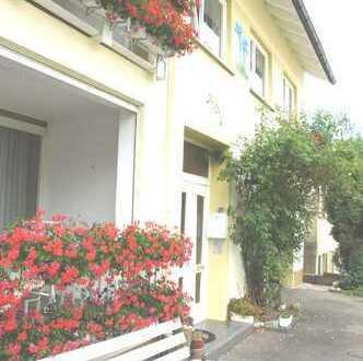 Talheim / TUT: Großzügige, helle Dachgeschoss- Wohnung mit Einbauküche