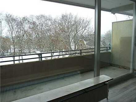 Mainz-Mombach, hübsche 2-Zimmer-Wohnung mit Balkon, Einbauküche und Tageslichtbad