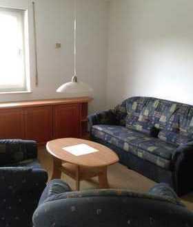 Gepflegte 3-Zimmer-Hochparterre-Wohnung mit Balkon und Einbauküche in Kronach