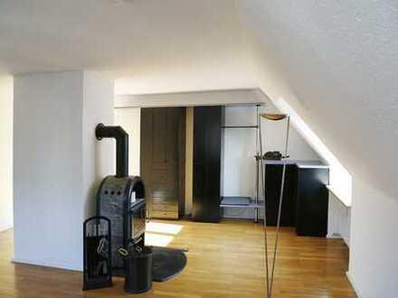 Exklusive, modernisierte 4-Zimmer-Dachgeschosswohnung mit Einbauküche in Augsburg