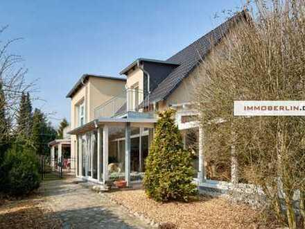 IMMOBERLIN: Exquisites Kfw-70-Einfamilienhaus mit Gartenparadies & zusätzlichen Mieteinnahmen