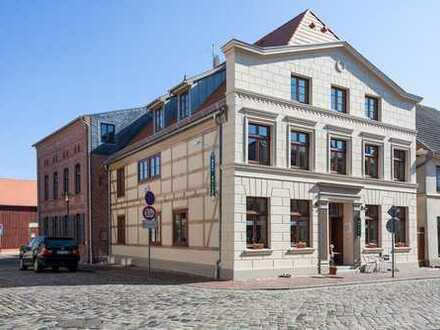 Repräsentatives, komplett saniertes Hotel (14 Zimmer) in touristischer Innenstadt von Plau am See