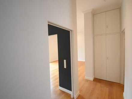 Modern geschnittene 2 Zimmer Wohnung mit Einbauküche und Balkon - Zentrale Lage -