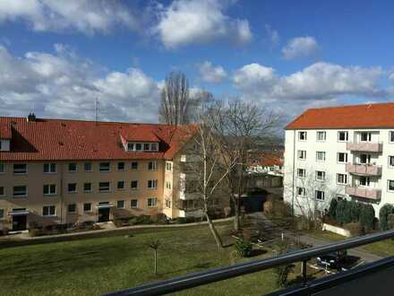 Wohnen im oberen Geismar: 4 Zimmer mit Balkon und Laminat wartet auf neue Mieter