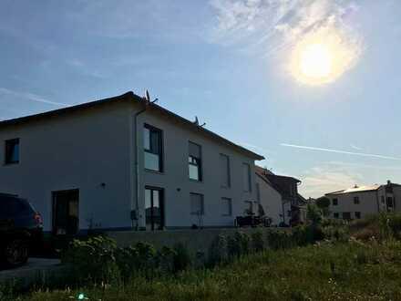 Neue Doppelhaushälfte, vorteilhaft geschnitten, in ruhiger Wohngegend in Burglengenfeld frei ...