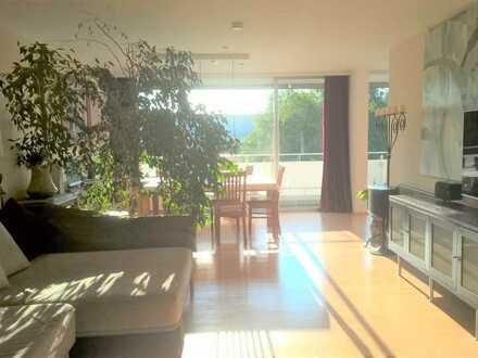 Wohnung mit Fernblick, Balkon und Einbauküche, 4,5 Zimmer, 123qm