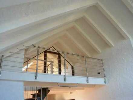 Lichtdurchflutet ...  Modernisierte Galeriewohnung mit Dachterrasse im 3- Familienhaus ....