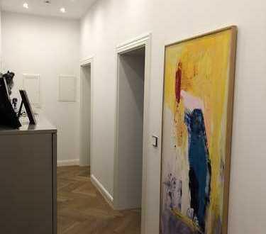 Stilvoll & luxuriös sanierte 3-Zimmer-Altbauwohnung mit Balkon & Einbauküche in Maxvorstadt, München
