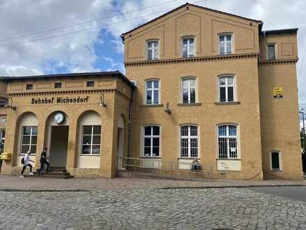 Liebevoll ausgebaute Büroflächen am Bahnhof Michendorf - 2. OG rechts