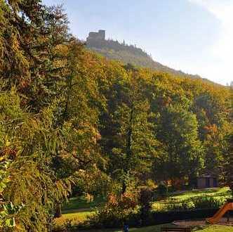 Wohnen in Annweiler am Trifels, direkt an der Markwardanlage mit Blick zur Reichsburg Trifels
