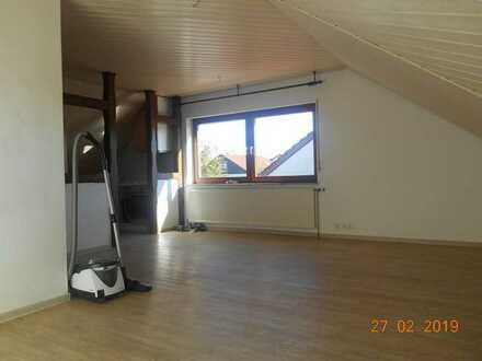 Familien freundliche helle 3-Zimmer-DG-Wohnung mit Einbauküche in Bartholomä