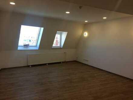 Superschöne 2-Raumwohnung im Dachgeschoss mit Einbauküche