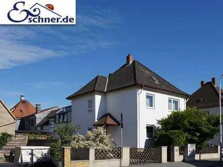 Charmantes Zweifamilienhaus: Wohnvergnügen für die ganze Familie