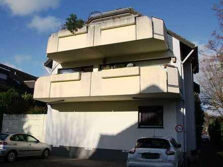 *IKC*Bezaubernde Drei-Zimmerwohnung mit großem Sonnenbalkon in ruhiger Wohnlage!