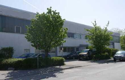 Multifunktionshalle mit Büros und Durchfahrtsmöglichkeit, direkt an der A99