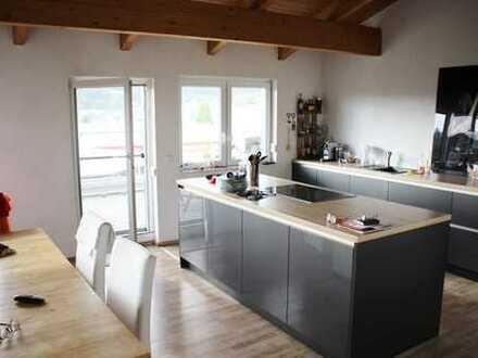Attraktive Penthouse-Wohnung mit Büro (ELW) mit Nähe zur Schweiz!