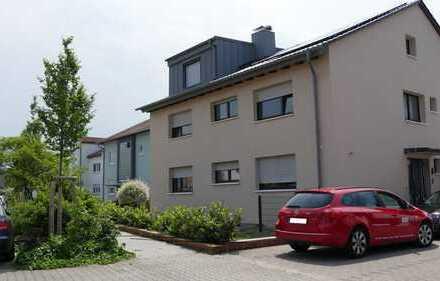 Geräumige 4-Zimmer-Wohnung mit Balkon in Lampertheim