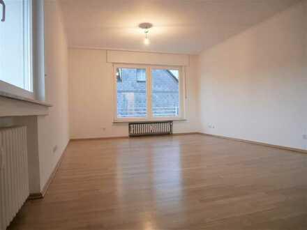 Helle 3 Zimmer Wohnung mit Balkon, komplett renoviert