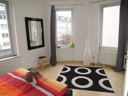 Sonnige, großzügige 3 Zimmer Altbauwohnung - ruhig + zentral in Heddernheim