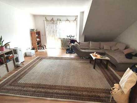 Schöne, geräumige Wohnung mit Balkon, neuem Bad und frisch gestrichen