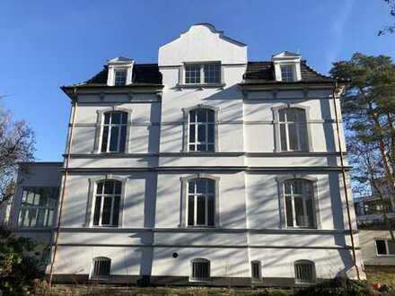 Kirchrode: Repräsentative Büro-/Praxisräume in kernsanierter Villa