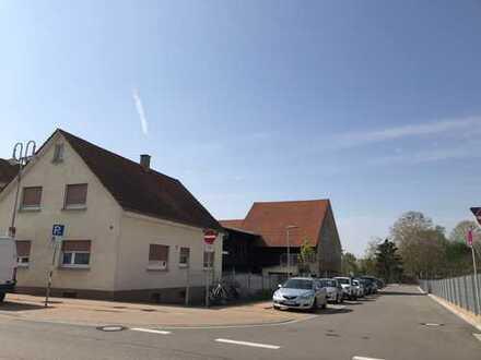 Freistehendes, renovierungsbedürftiges Einfamilienhaus mit Baugrundstück in zentraler Lage von Rot