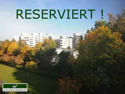 Attraktive 4-Zimmer-Wohnung mit moderner neuwertiger Einbauküche, zwei Balkonen und TG-Stellplatz.