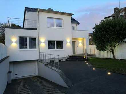 Freistehendes, luxuriöses Einfamilienhaus in unmittelbarer Rheinnähe, provisionsfrei