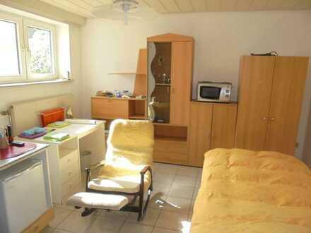 Nur Berufs-Pendler !! Sofort frei !! Möbliertes Apartment im Souterrain mit Tageslichtbad
